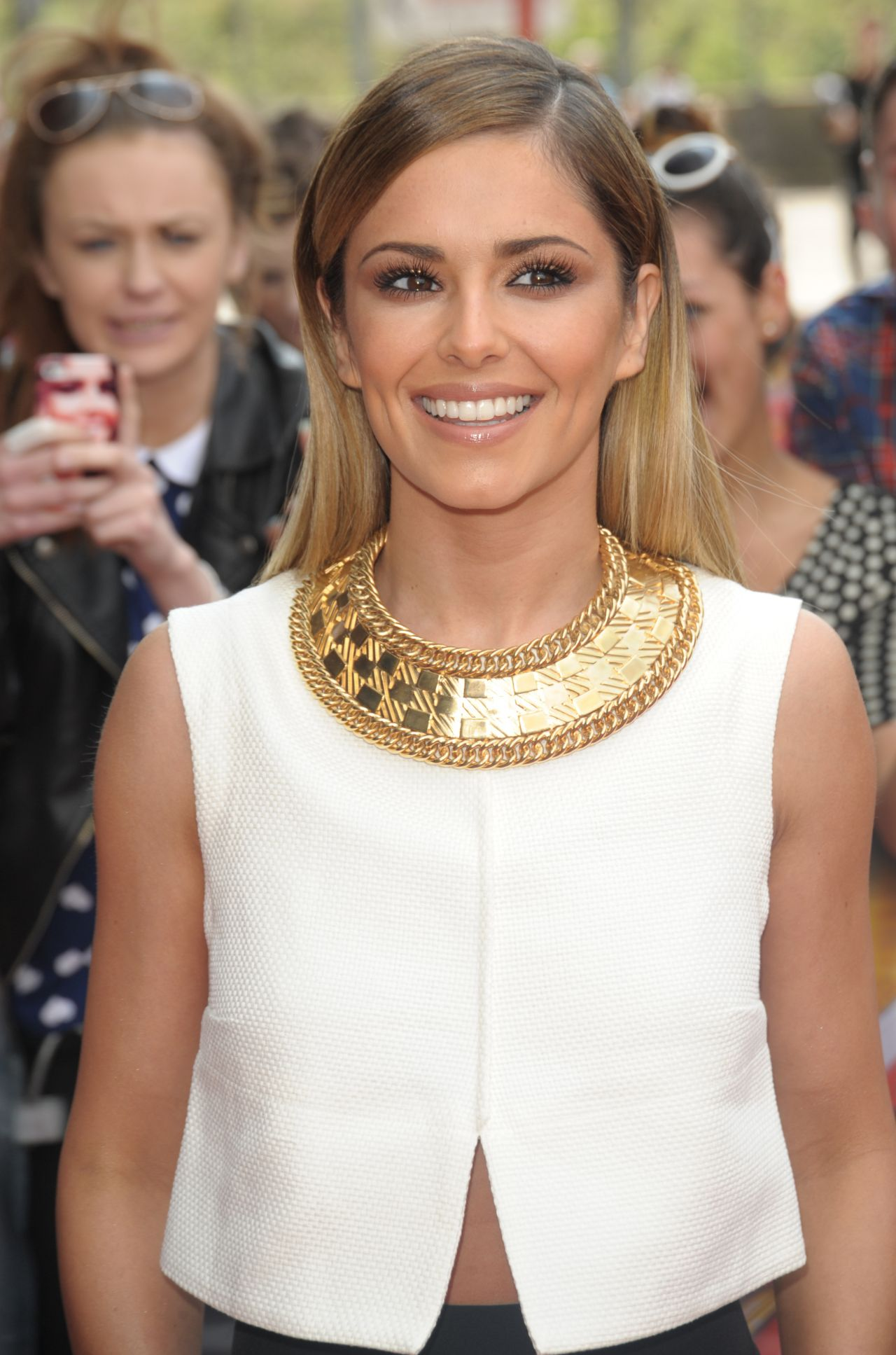cheryl-cole-in-the-monochrome-ensemble-arriving-x-factor-auditions-in-london-june-2014_1